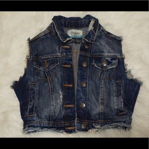Zara trafaluc cropped distressed jean jacket